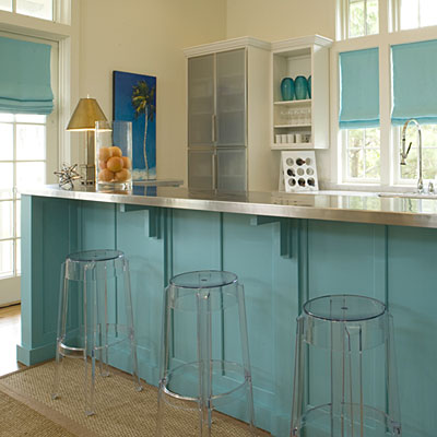 Beach home decorating keep it light and bright beach for Beach inspired kitchen designs