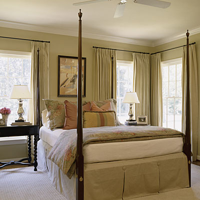 Master bedroom decorating ideas southern living for Bedroom designs with four poster beds