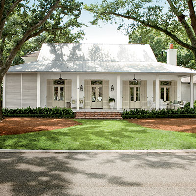 Classic southern home southern living for Single story farmhouse
