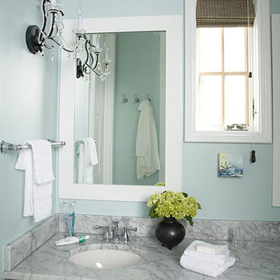 Guest bathroom decorating ideas glam up comfortable for Guest bathroom decorating ideas pictures