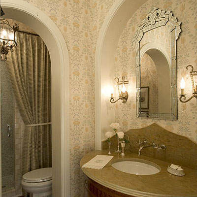 Guest bathroom decorating ideas use fresh flowers for Guest bathroom decorating ideas pictures