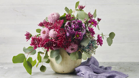 Elegant Mum Arrangements for Every Corner of Your Home