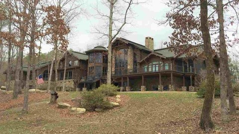 This Sprawling Log Home For Sale in Alabama Puts Everywhere Else to Shame