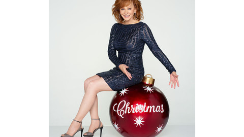 Sing It Now! Reba McEntire's Amazing Holiday Collection Has Arrived