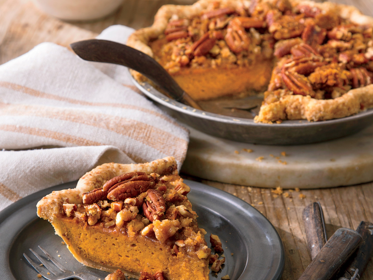 Pumpkin-Pecan Streusel Pie & How to Bake a Pie in a Cast Iron Skillet - Southern Living