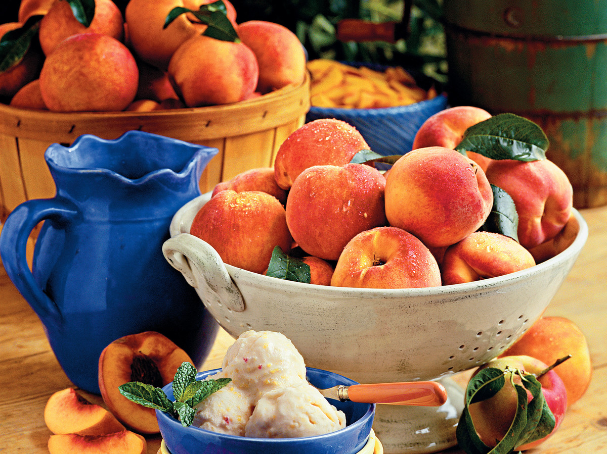 Summer Peach Recipes: Summertime Peach Ice Cream