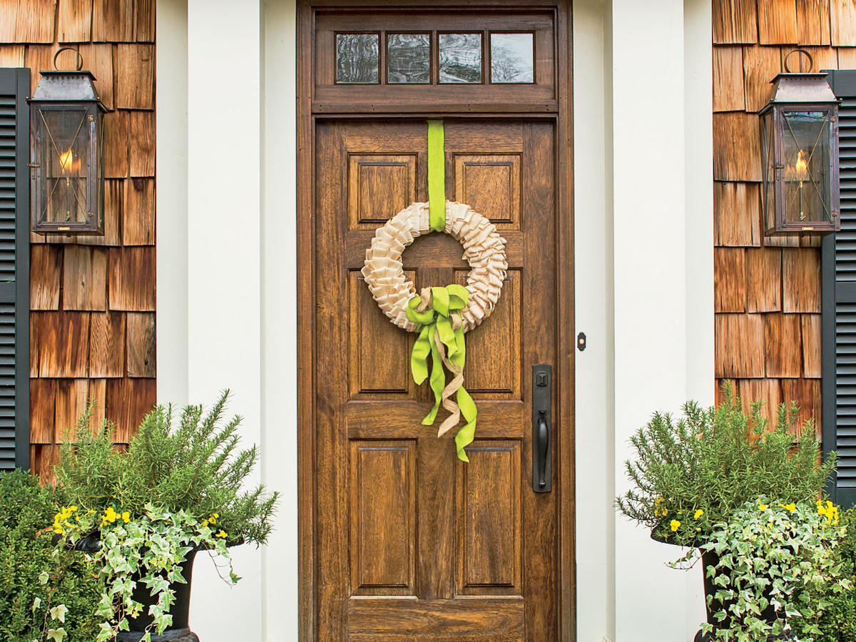 Make A Fall Wreath With Corn Husks And Ribbon