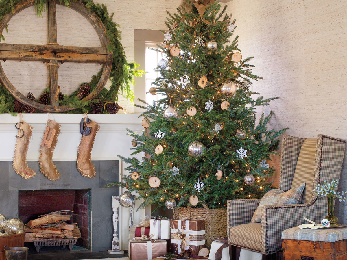 watch when to put up the christmas tree southern living - What Do You Put In Christmas Tree Water