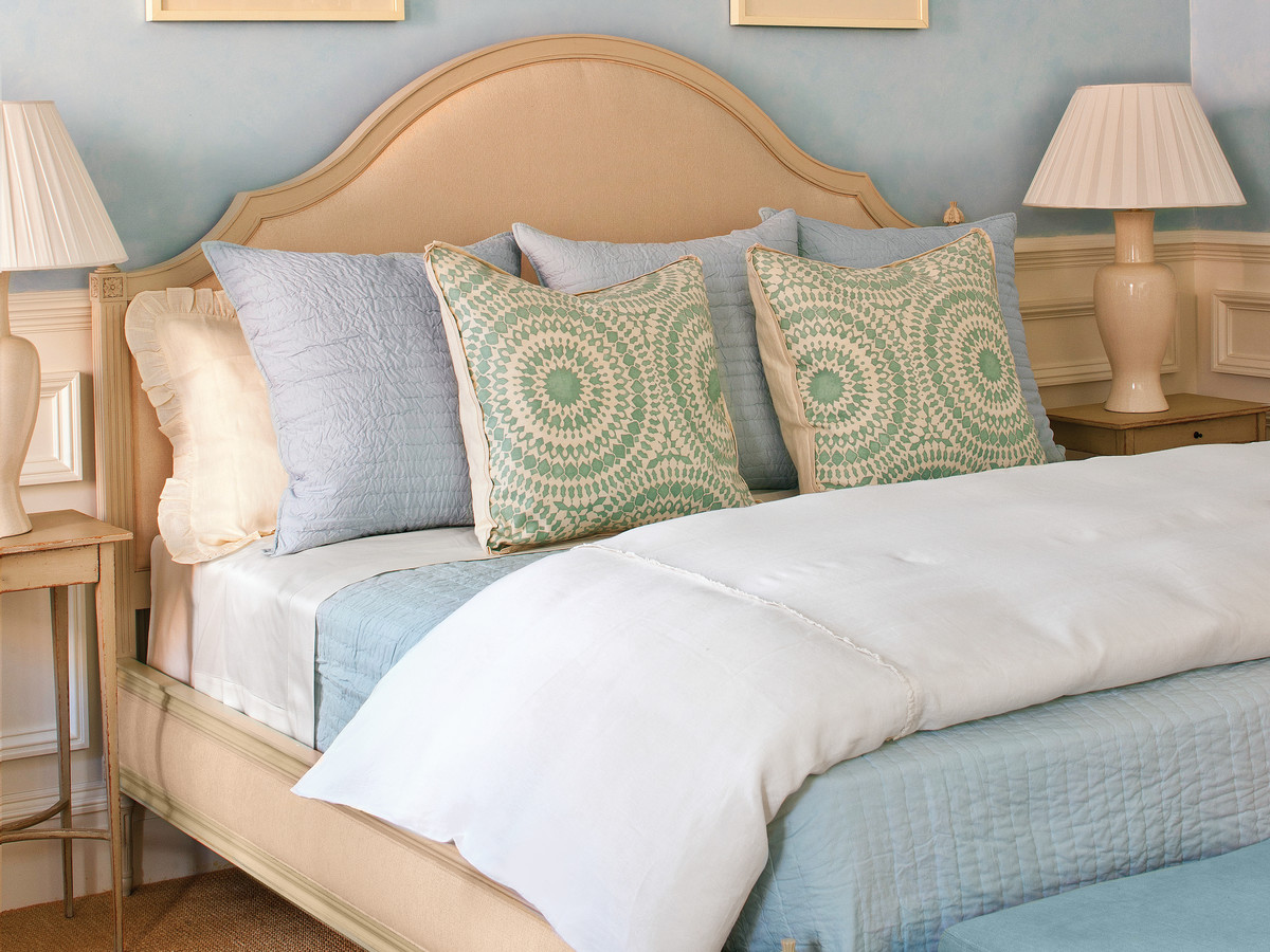 how to make a bed - southern living
