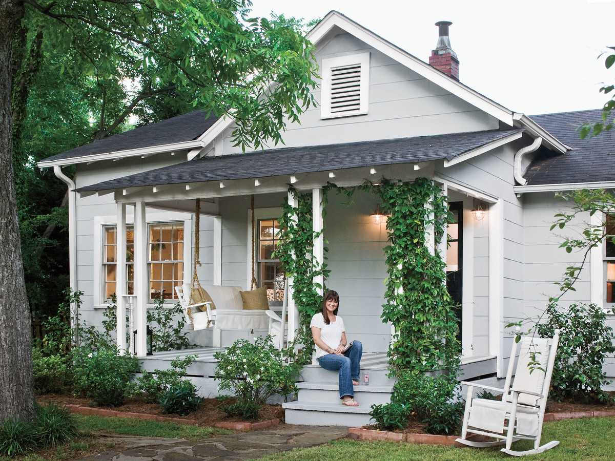 Do it yourself cottage style southern living for Cottage looking houses