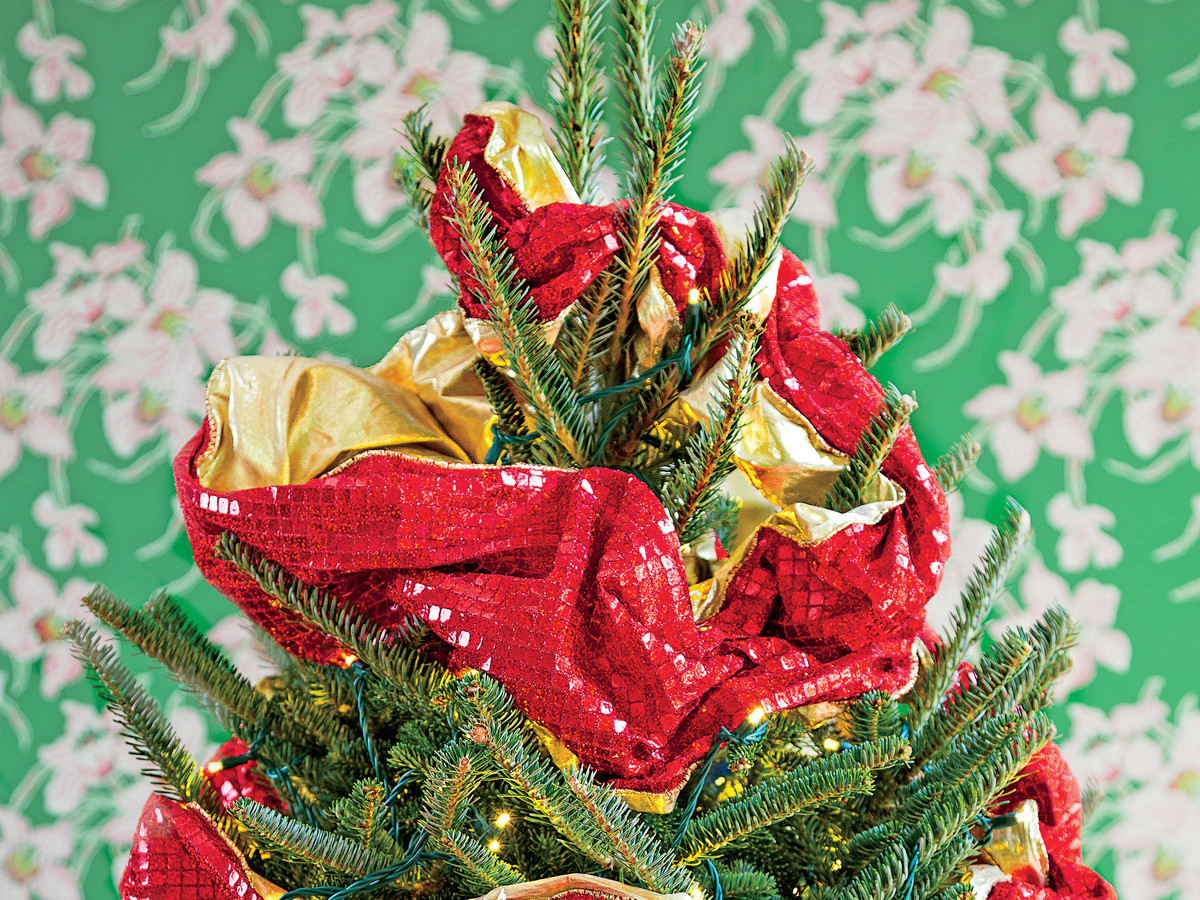 How To Wrap Ribbon On A Christmas Tree Southern Living