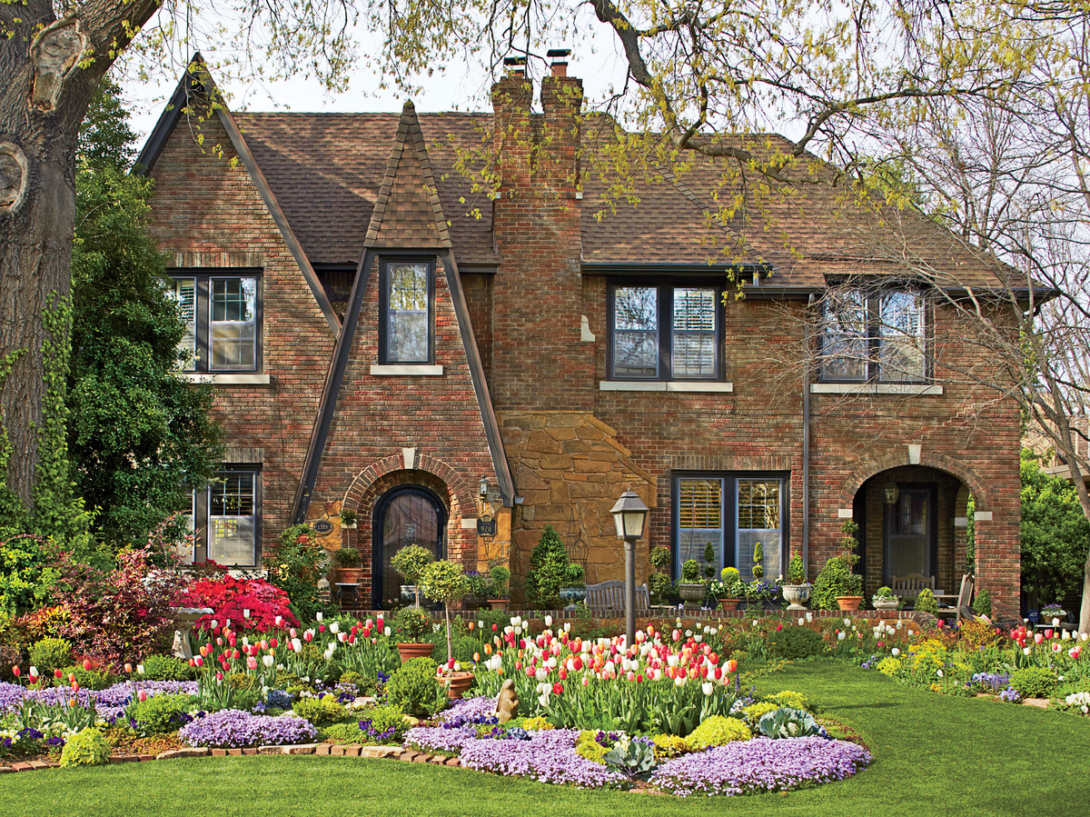 What is a tudor style house southern living - What makes a house a tudor ...