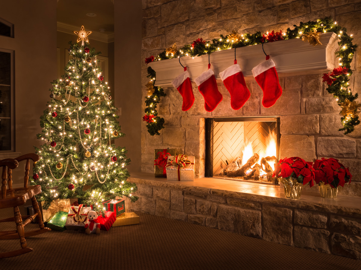 Why You Should Start Hanging Your Christmas Decorations Earlier - Southern Living