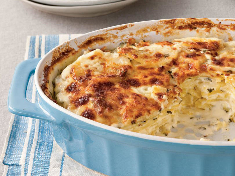 What's the Difference Between Potatoes Au Gratin and Scalloped Potatoes?