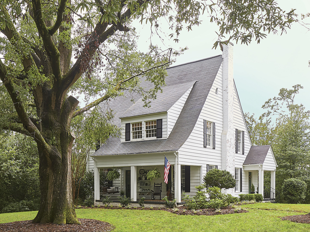 Meet The Fixer-Uppers Restoring This 1928 Farmhouse in Hickory, North Carolina