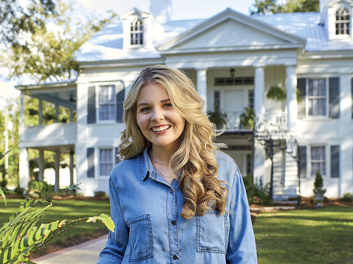 This 22-Year-Old Restored Her Family's 1832 Home In Alabama