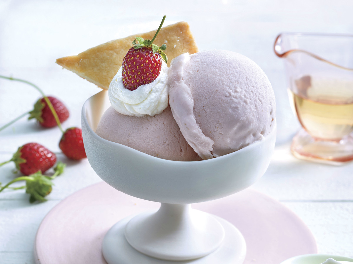Strawberry Gelato with Almond Shortbread and Elderflower Crème