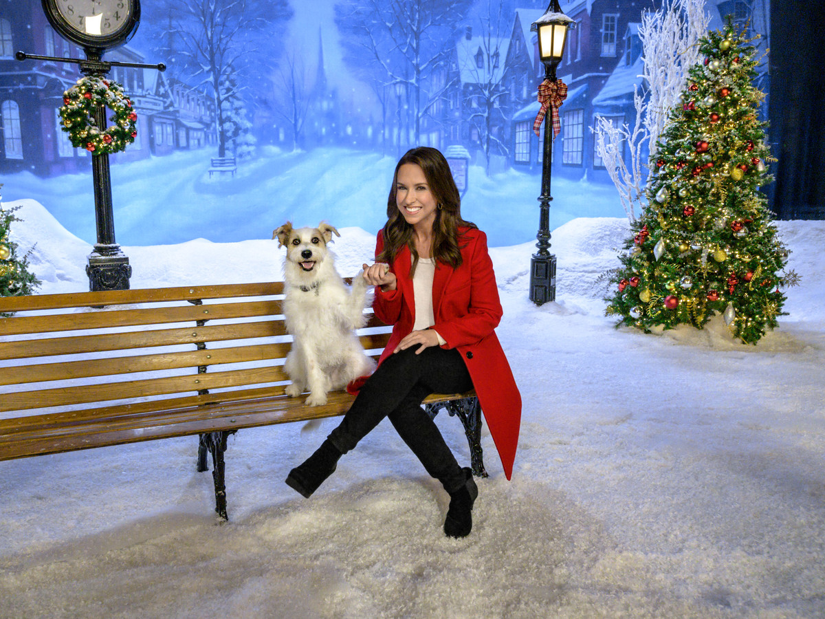 WATCH: Save the Date: This is When Hallmark's Countdown to Christmas Kicks Off
