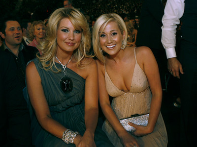 Faith Hill and Kellie Pickler