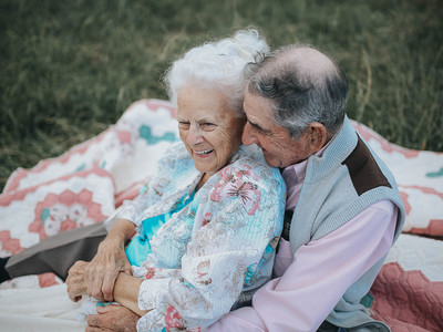 Couple Married 68 Years Seem Like Newlyweds in Adorable Photoshoot