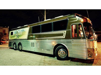 Willie Nelson Tour Bus