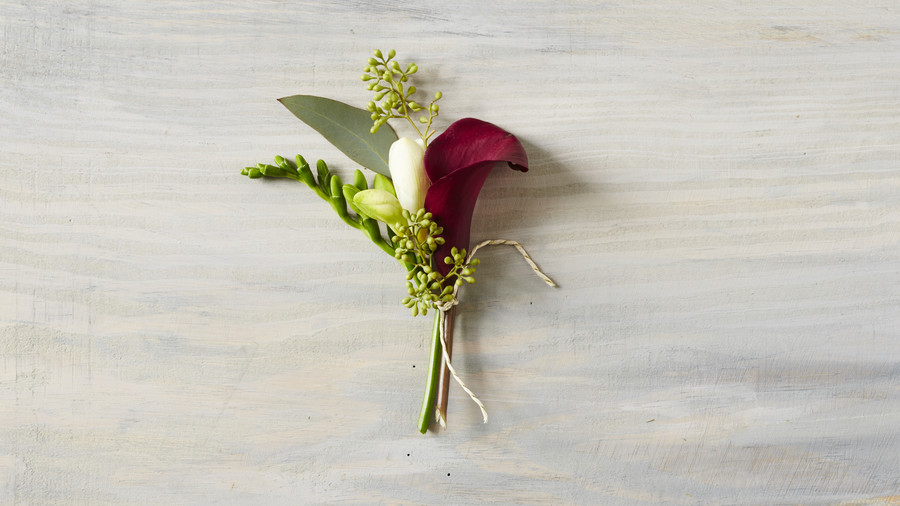 RX_1704_Boutonniere_Lily