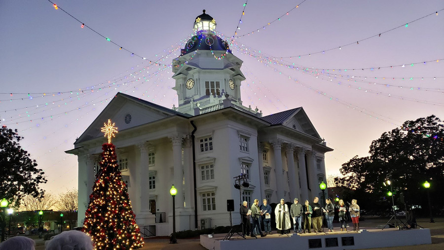 9 Small Towns in Georgia That Go All Out for Christmas