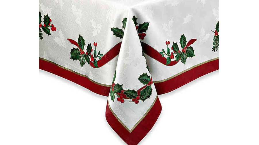 Pretty Christmas Tablecloths Southern Living