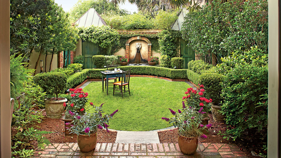Hidden Retreat. Ron Ernst Garden & Classic Courtyards
