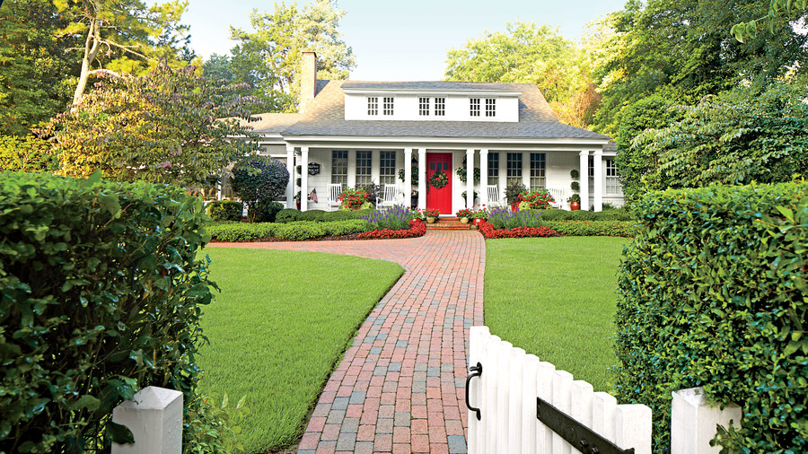 Charming home exteriors southern living for Federal style home exterior paint colors