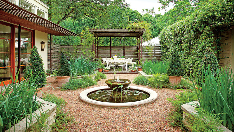 Classic courtyards southern living for Courtyard landscaping pictures