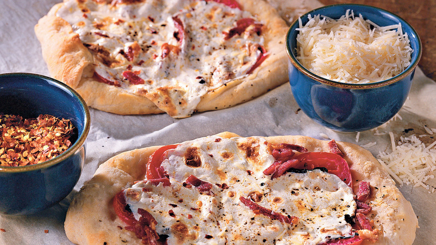 Pizza Recipes: Fresh Mozzarella and Basil Pizza