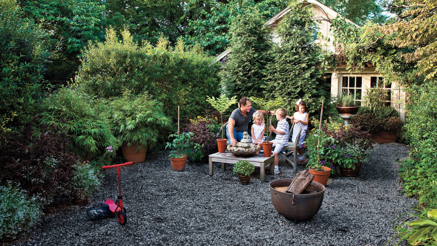 Classic courtyards southern living for Courtyard landscape oostburg wi