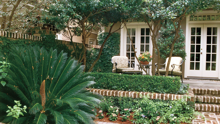 Colorfully Accented Courtyard
