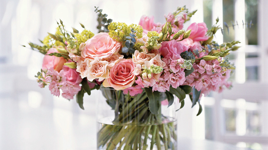 Spring table settings and centerpieces southern living beautiful spring bouquet mightylinksfo Images