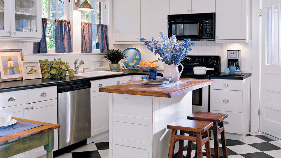 Black-and-White Cottage Kitchen