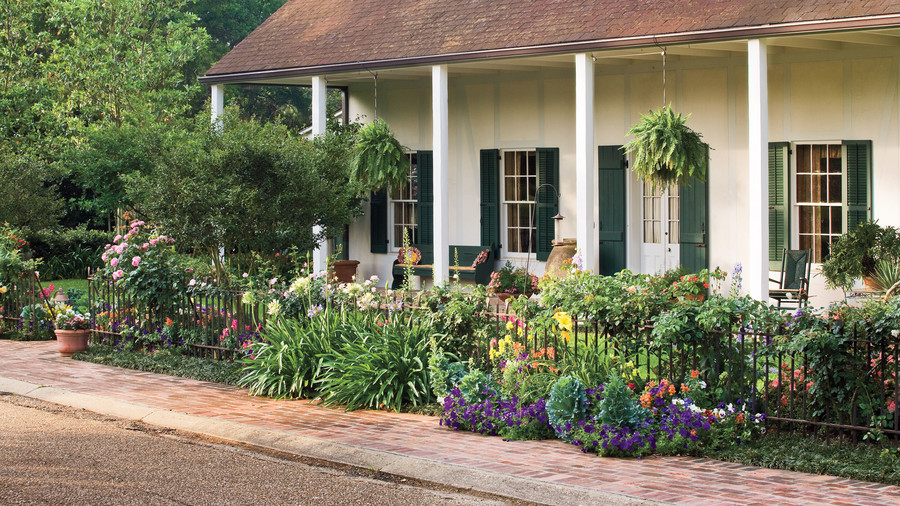 10 best landscaping ideas southern living - Landscape design for small spaces style ...