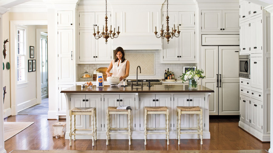 Crisp classic white kitchen cabinets southern living for Are white kitchen cabinets still in style