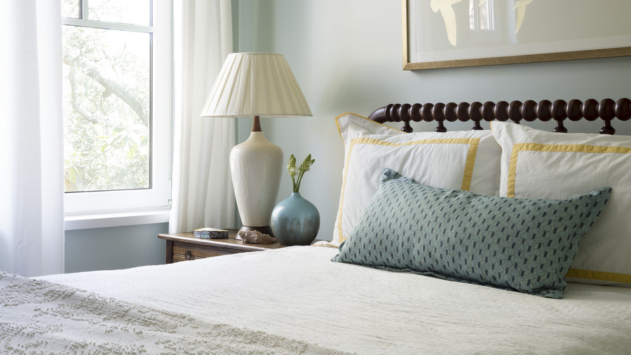 Queen Bed in Kiawah Island Guestroom