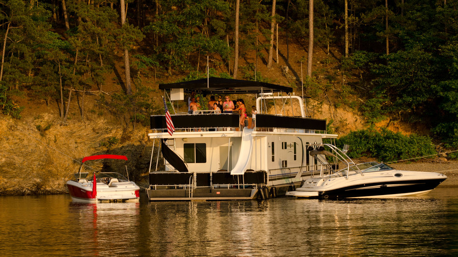 Houseboat in the Ozarks: Royal, AR