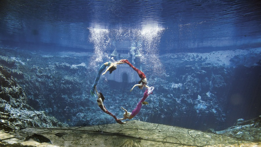Mermaids Performing at Weeki Wachee Springs State Park