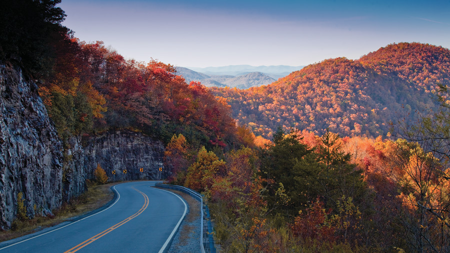 StatebyState Guide To The Best Fall Color Southern Living - 8 best places in the us to watch fall foliage