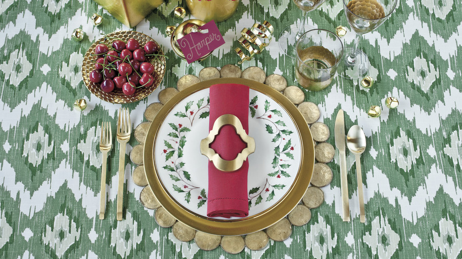 Christmas Table Setting twist on tradition