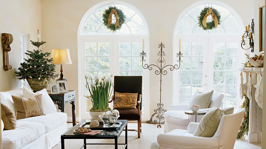 Arched Windows in Living Room for Christmas