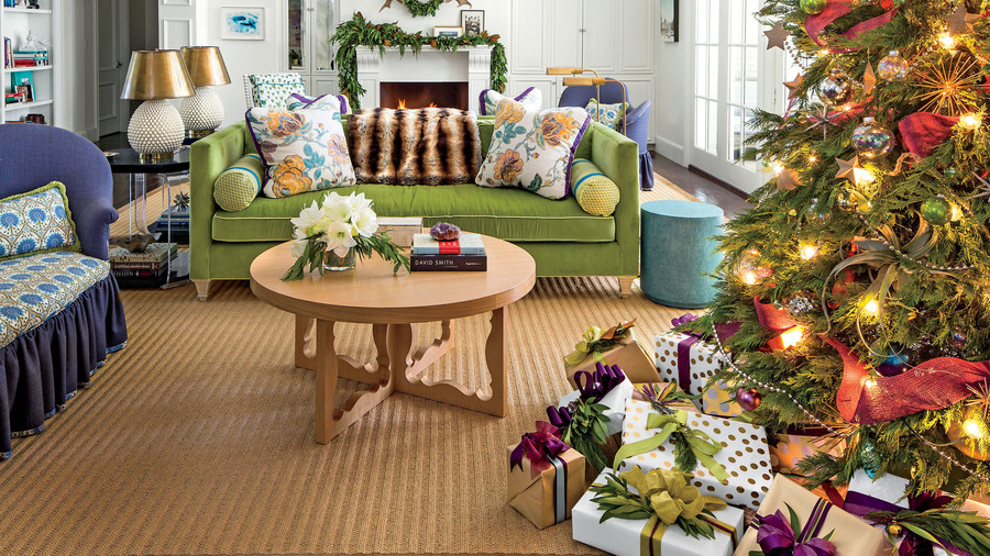 Our favorite living rooms decorated for christmas for Decorating a 12 x 14 living room