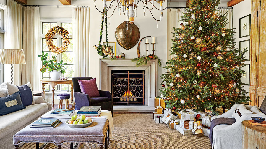 our favorite living rooms decorated for christmas southern living. Black Bedroom Furniture Sets. Home Design Ideas