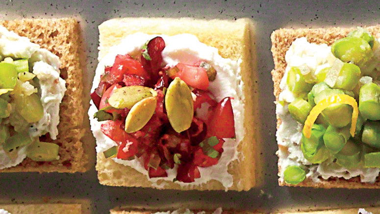 Cranberry-Goat Cheese Canapes