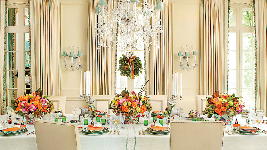 Danielle Rollins' Holiday dining and tablesetting decorations