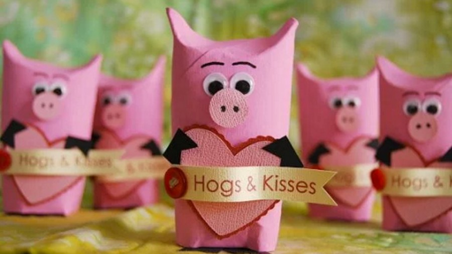 Hogs and Kisses DIY Candy Holder
