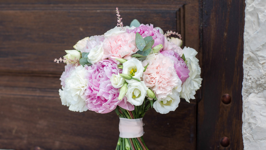 The prettiest peony wedding bouquets southern living peony wedding bouquets fresh junglespirit Choice Image